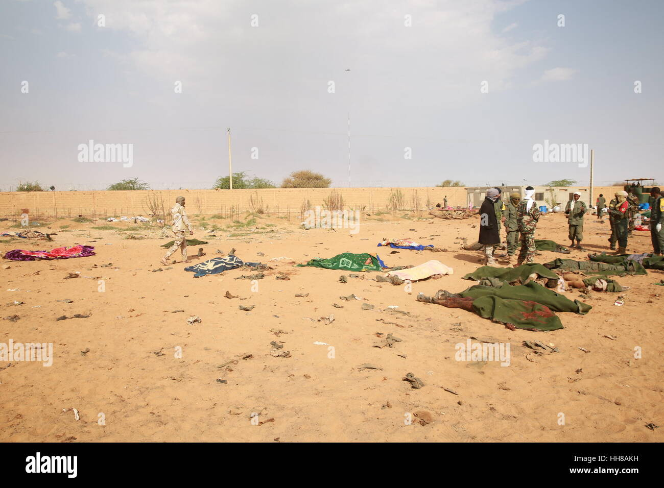 Gao, Mali. 18th January 2017. Photo taken on Jan. 18, 2017 shows the bodies of victims at a car bomb attack site - Stock Image