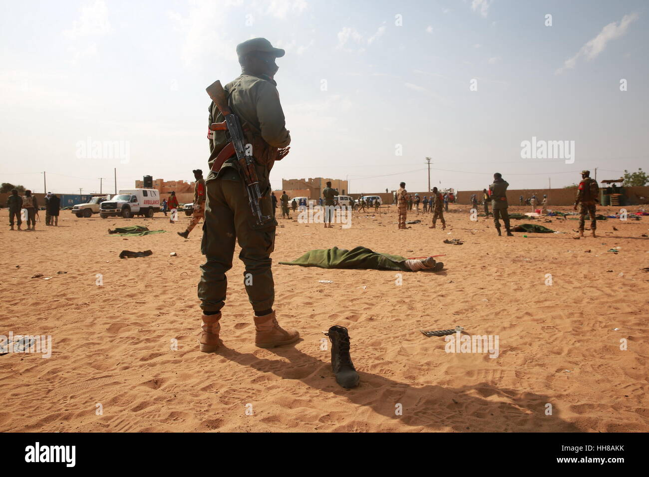 Gao, Mali. 18th January 2017. A member of security forces stands guard at a car bomb attack site in Gao, Mali, on - Stock Image
