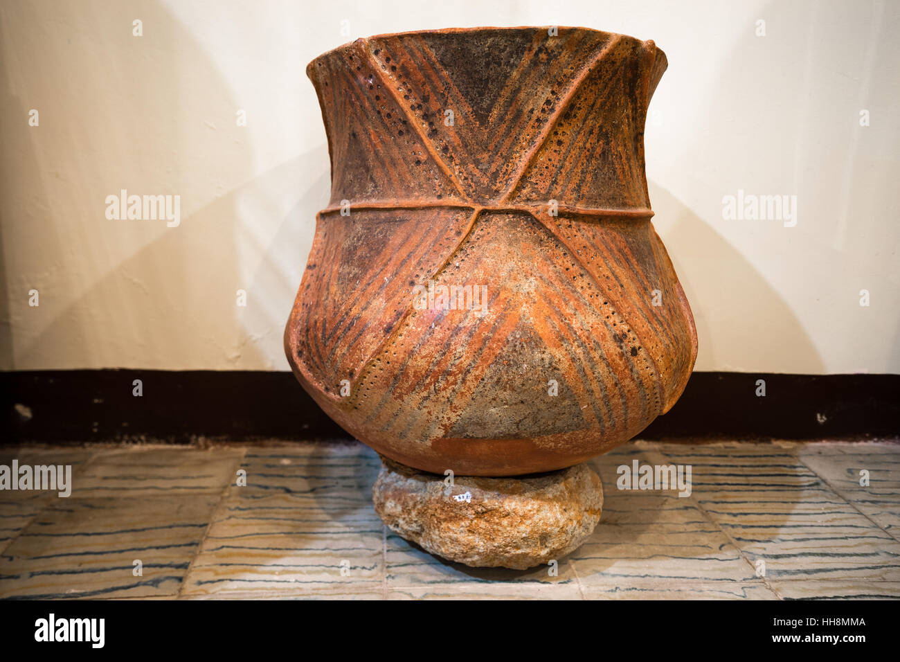 Ceramic Burial Urn from the pre-colombian culture at Tierradentro Colombia - Stock Image