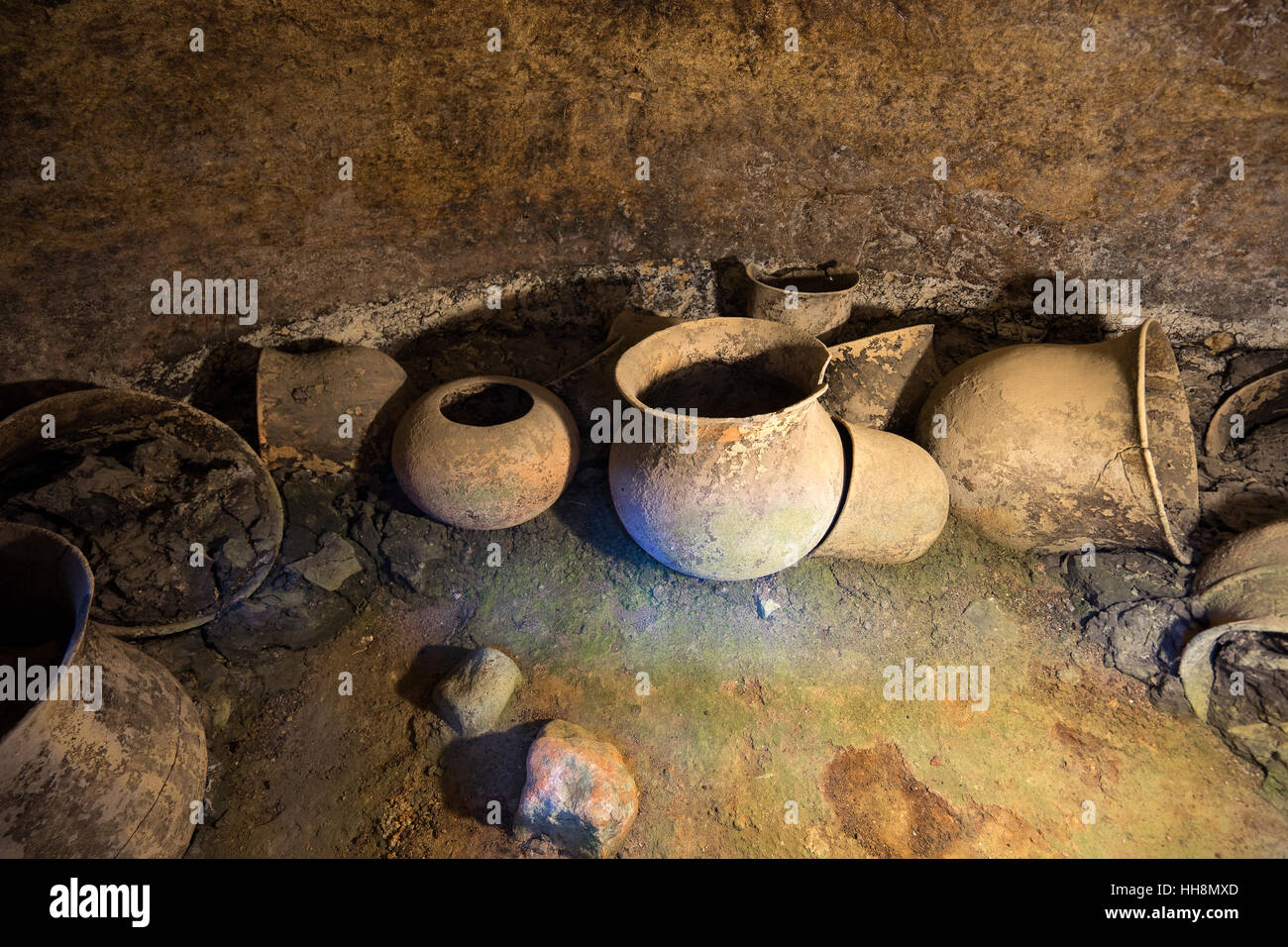 Pre-colombian ceramic urns in a tomb in Tierradentro Colombia - Stock Image