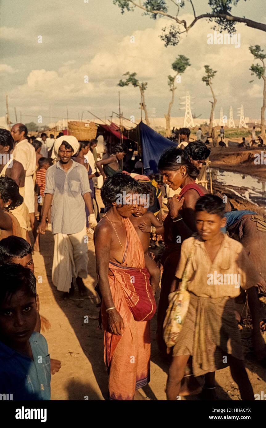 Markt in einem Dorf in der Nähe von Neyveli, Tamil Nadu, 1962.  In Neyveli entstand eine Fabrik mit Mitteln - Stock Image