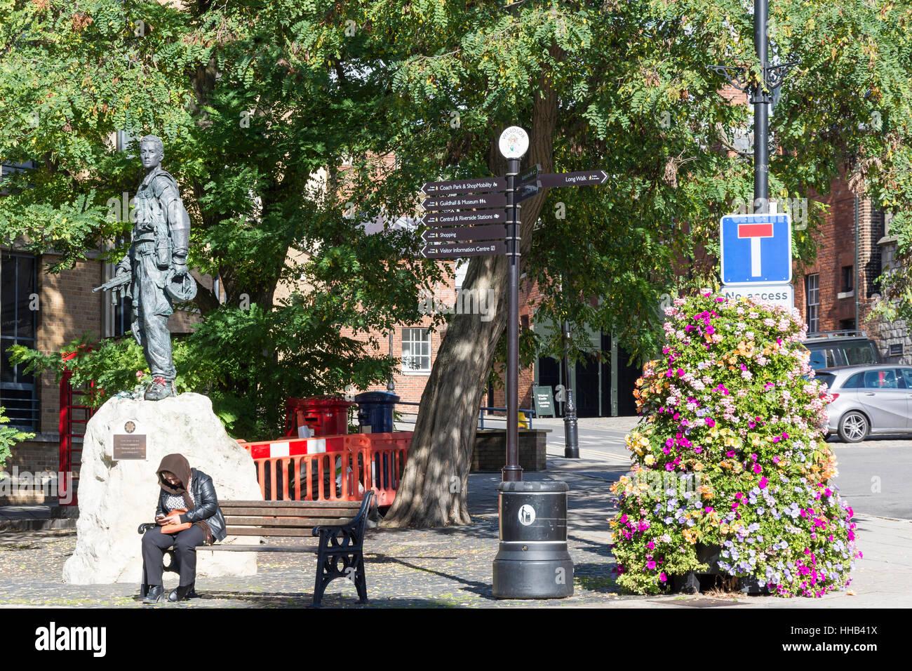 Irish Guardsmen statue, Sheet Street, Windsor, Berkshire, England, United Kingdom - Stock Image