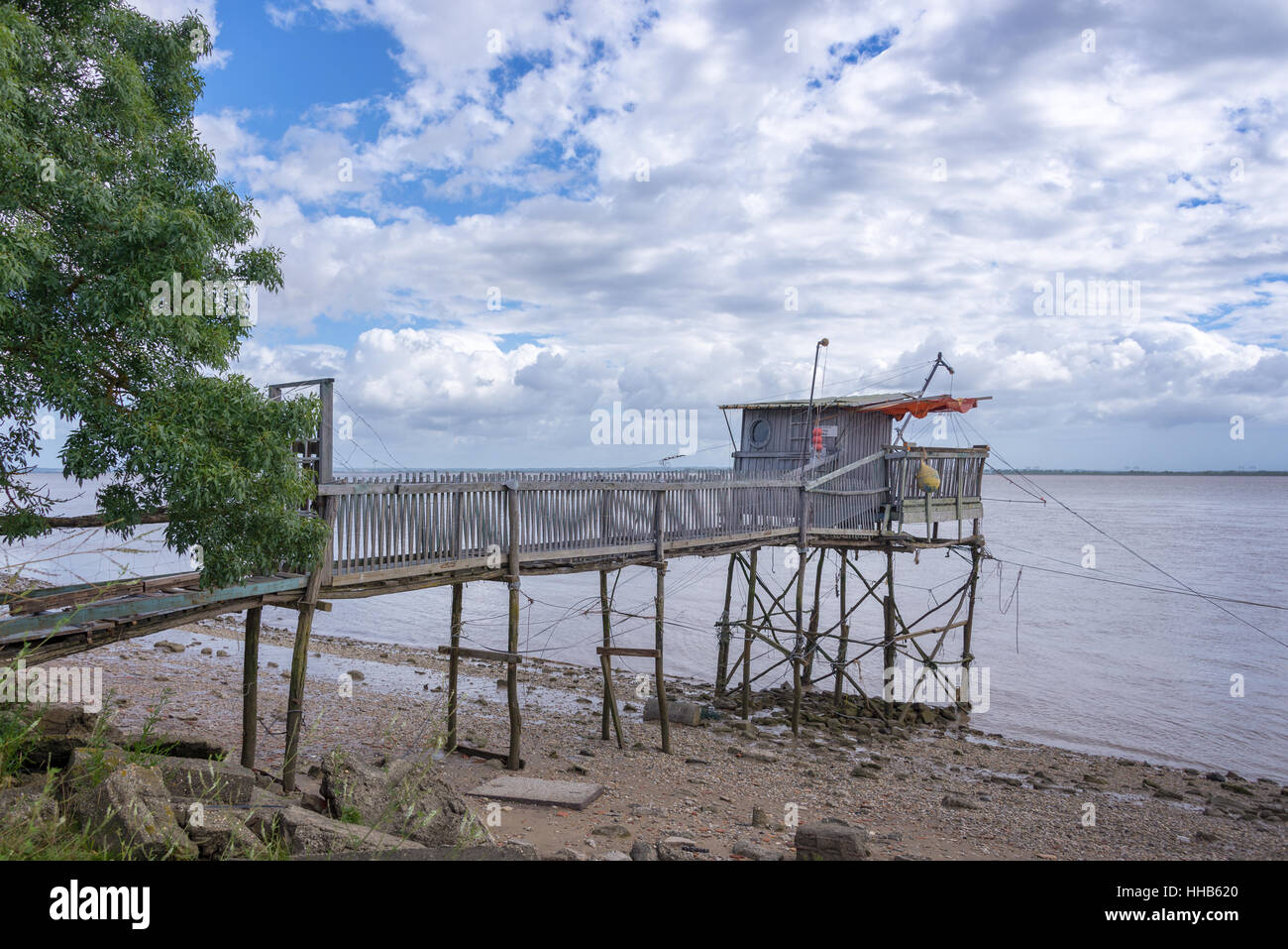 Old wooden fisher cabin on Gironde estuary, France - Stock Image