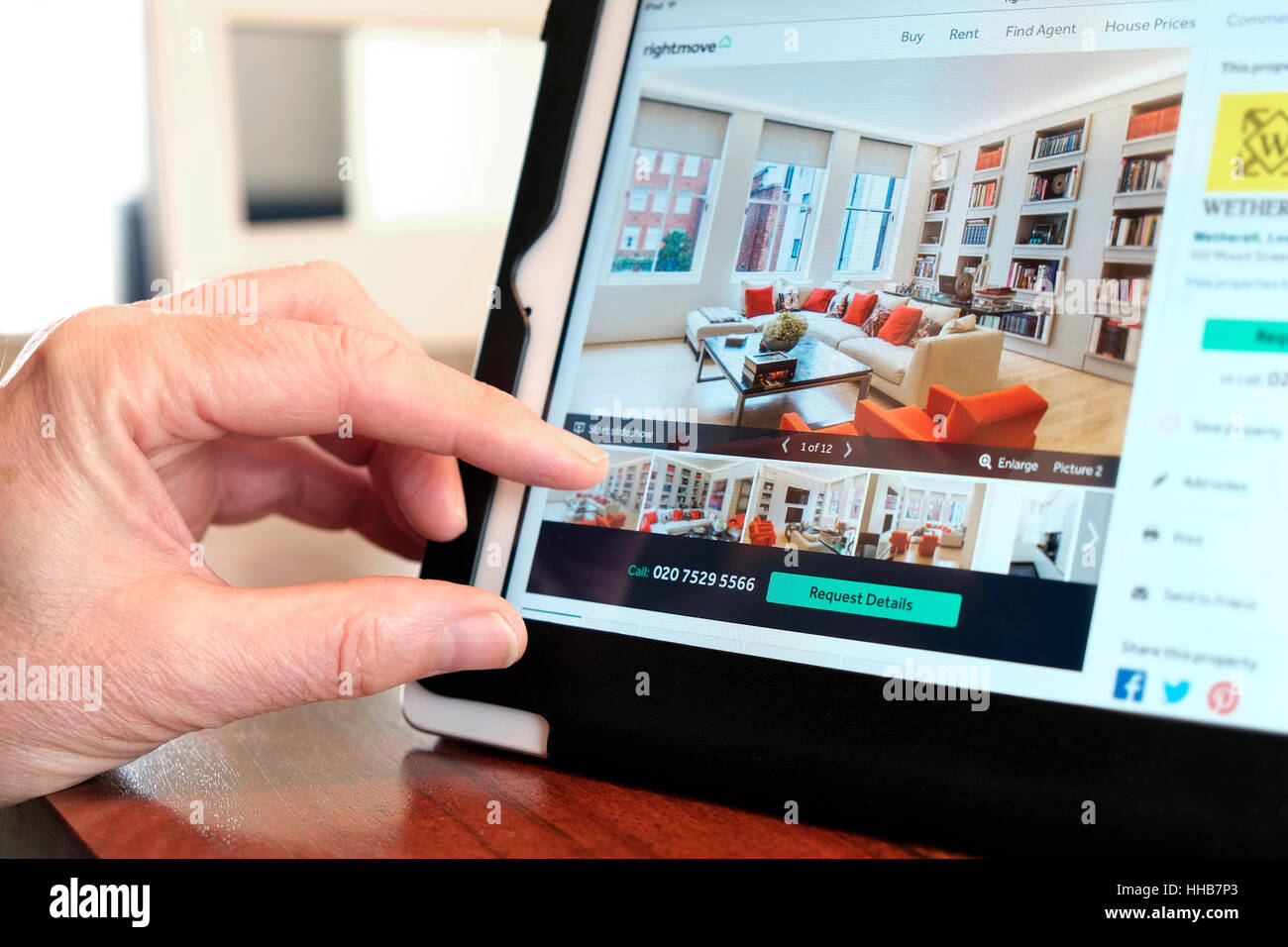 online property search using tablet computer - Stock Image