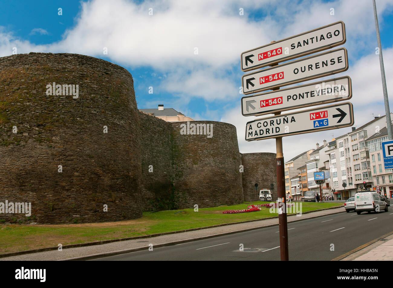 'Ronda de la Muralla' street, Roman walls - 3rd century, World heritage of the UNESCO Lugo, Region of Galicia, - Stock Image