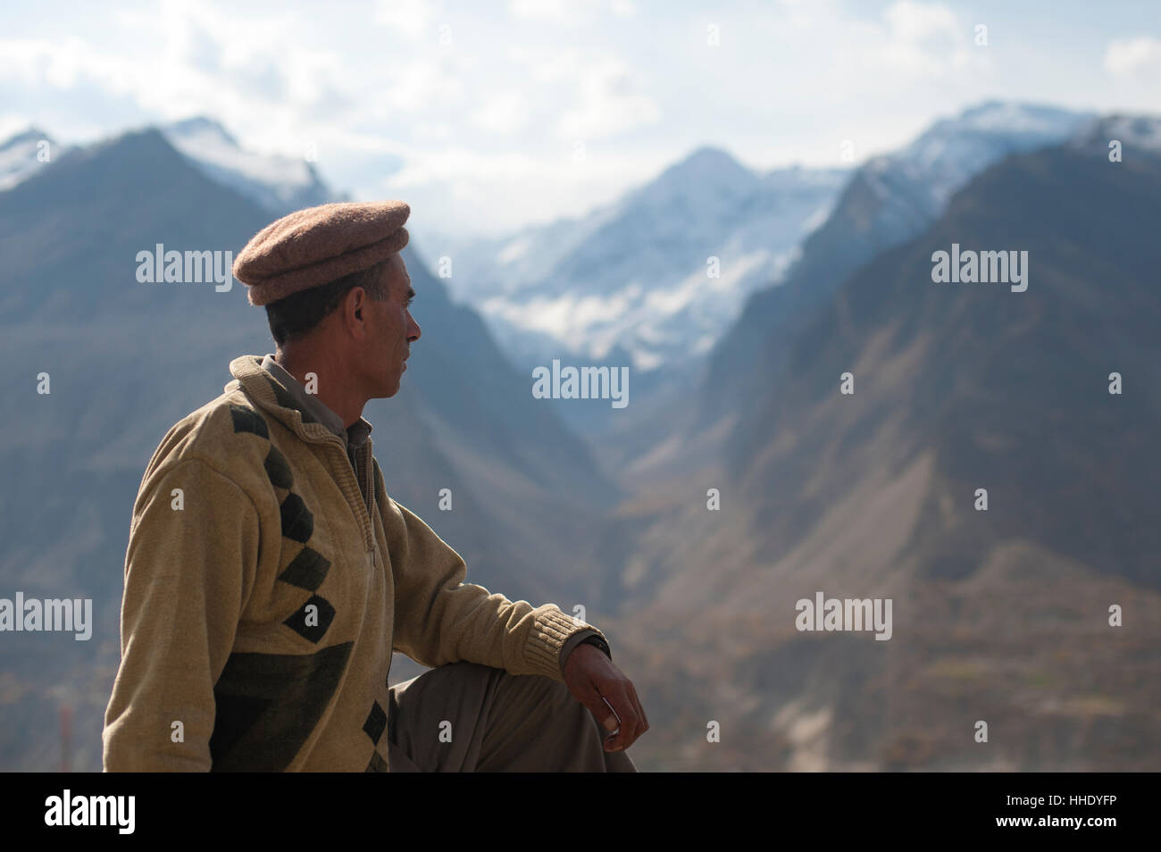 A man looks out over the Hunza Valley, Gilgit-Baltistan, Pakistan Stock Photo