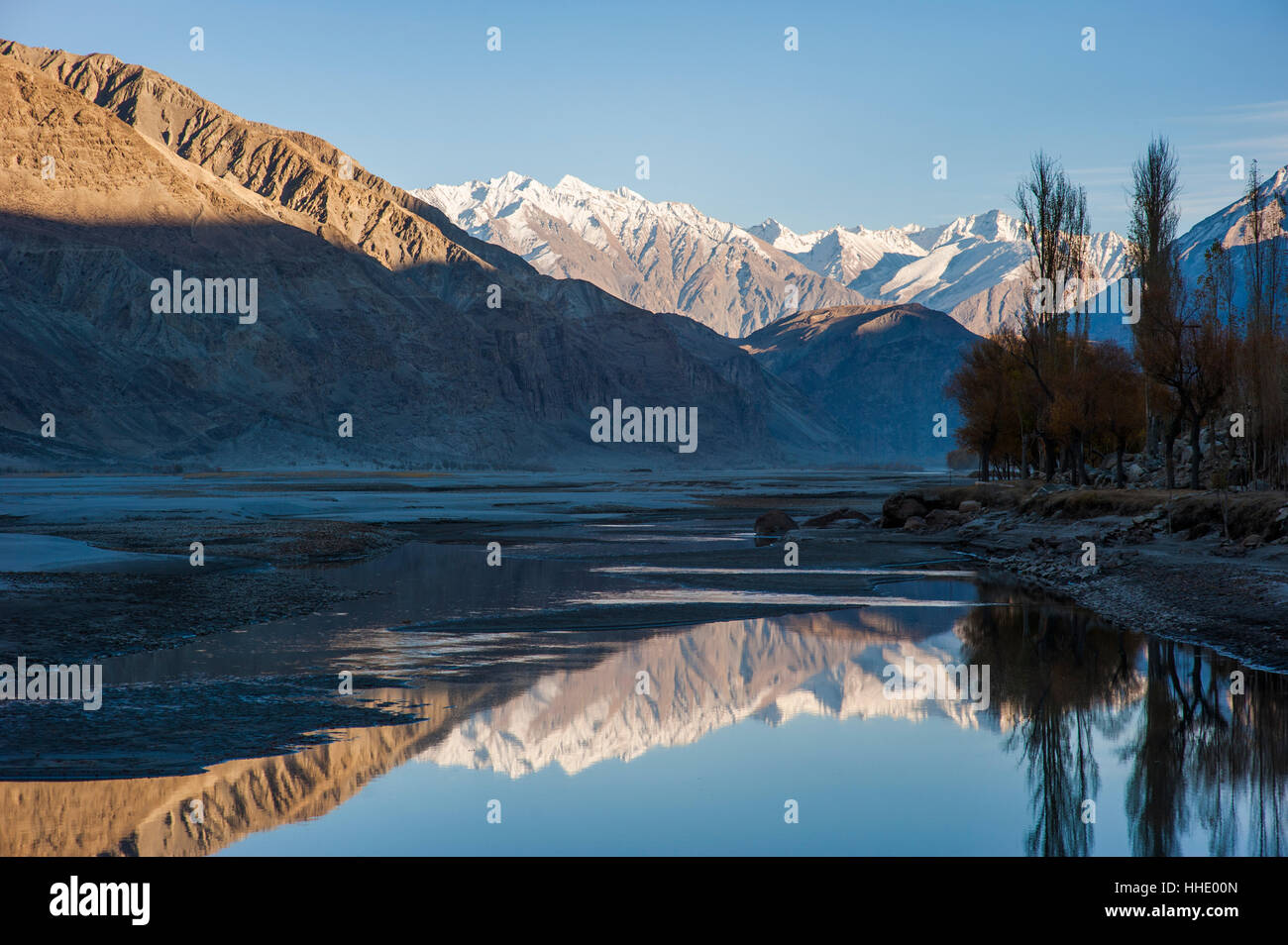 The crystal clear Shyok River creates a mirror image in the Khapalu valley near Skardu, Gilgit-Baltistan, Pakistan - Stock Image