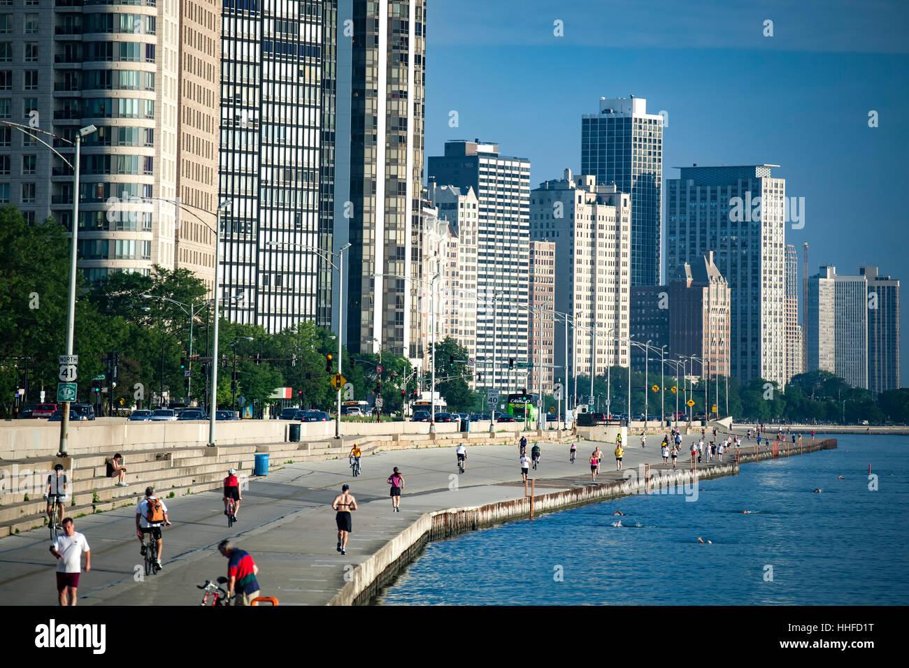 People exercising along Lake Michigan (near Ohio Street Beach), Chicago, Illinois USA - Stock Image