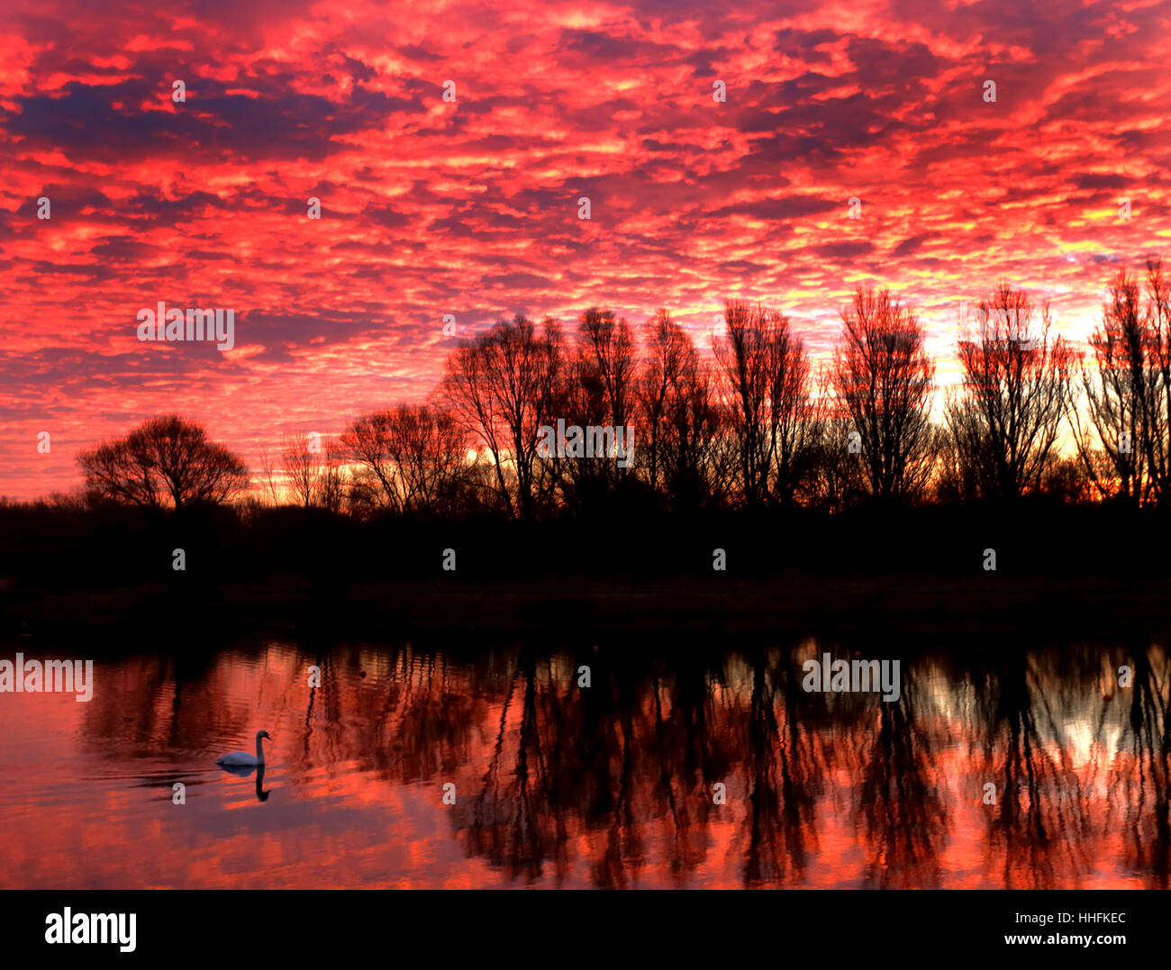 Peterborough, UK. 18th January 2017. The sky looked on fire this morning, as it made the clouds glow red, just before - Stock Image
