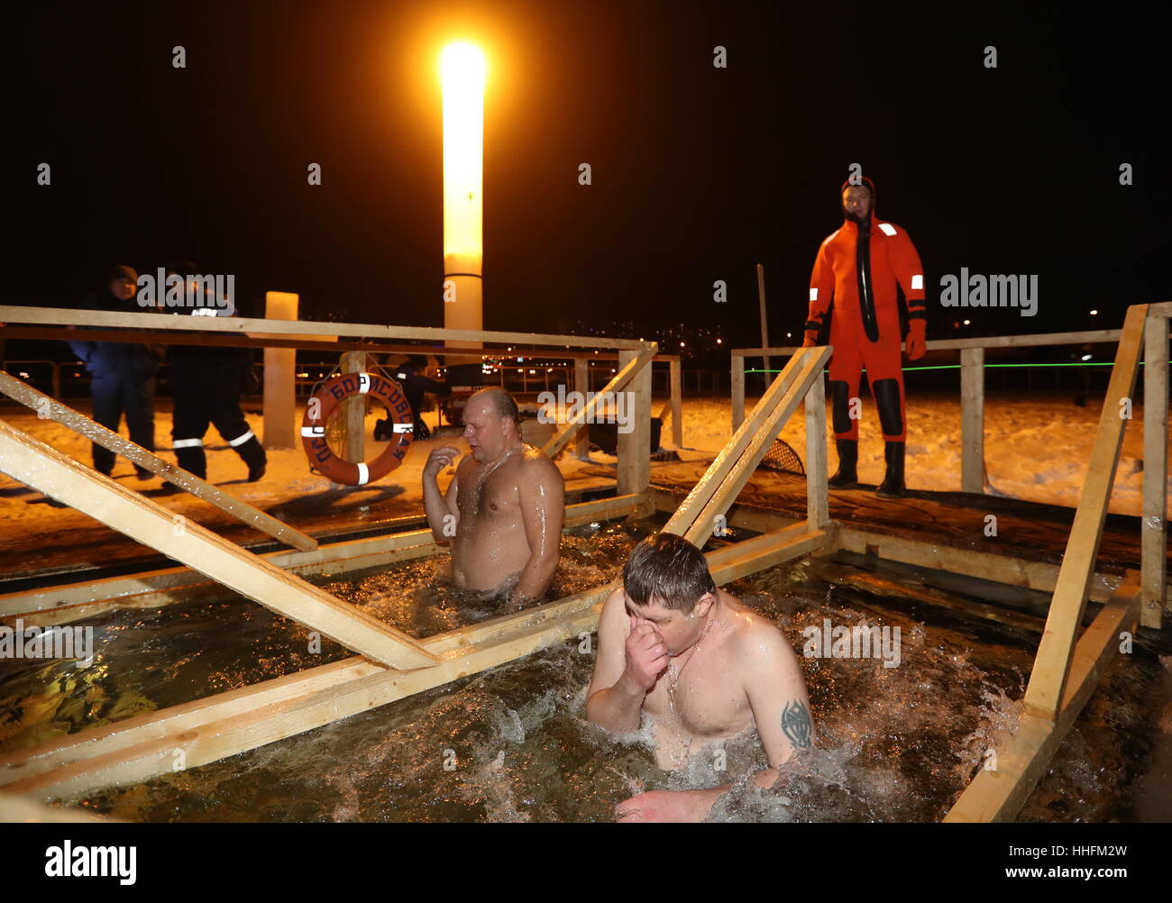 Moscow, Russia. 18th Jan, 2017. People dip in the icy waters of the Borisovo Ponds during Epiphany celebrations. - Stock Image