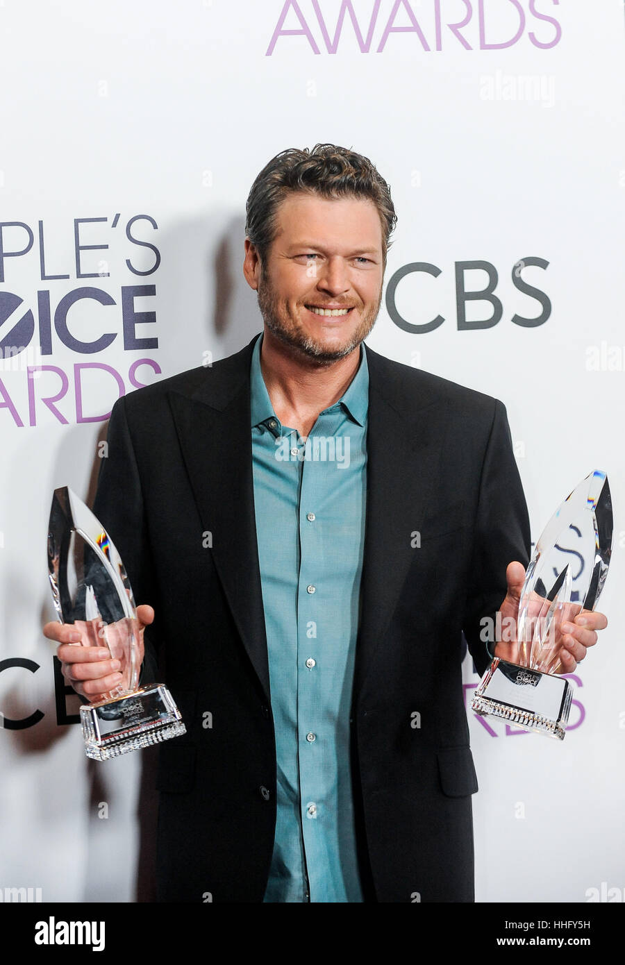 Los Angeles, USA. 18th Jan, 2017. Blake Shelton poses with the awards for Favorite Country Male Singer and Favorite - Stock Image