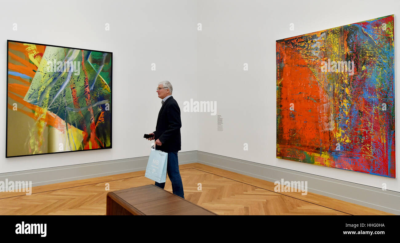 Museums. Who walks the exhibition of paintings of Cantor 98