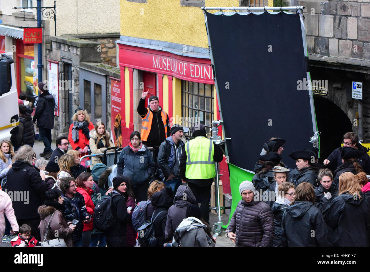 Edinburgh, Scotland, UK. 19th Jan, 2017.  Fans of the 'Outlander' TV series crowd round on the fringes of - Stock Image