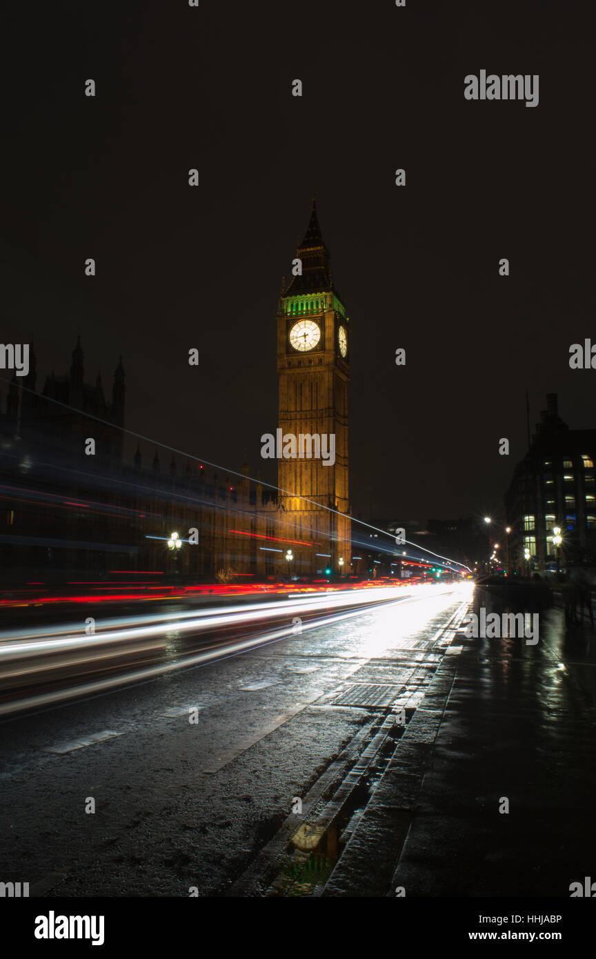 Big Ben London Night time light trail - Stock Image