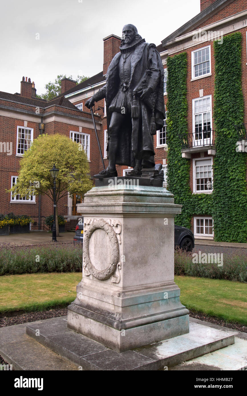 Statue of Francis Bacon in Gray's Inn, South Square, London - Stock Image