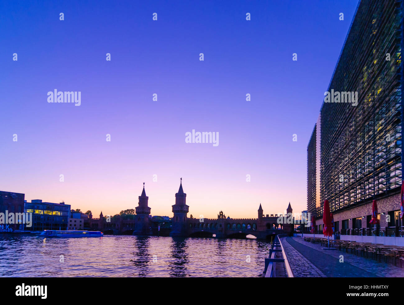 Berlin: bridge Oberbaumbrücke over the Spree with former egg chill house (Germany headquarters of Universal - Stock Image
