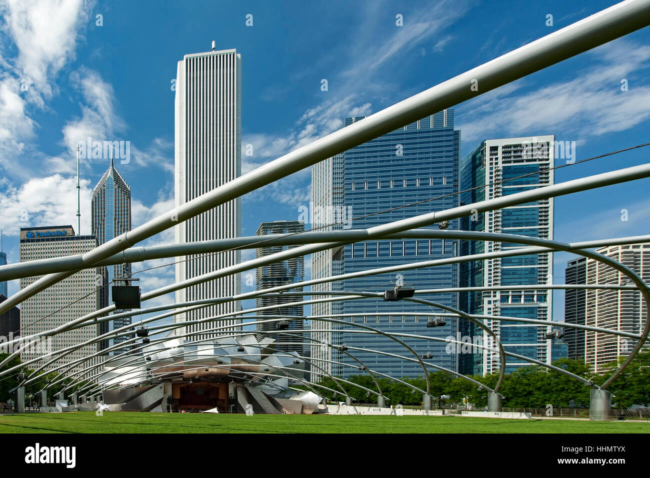 Millennium Park Amphitheatre and bandshell (Jay Pritzker Pavilion; Frank Gehry, architect) and skyline, Chicago, - Stock Image