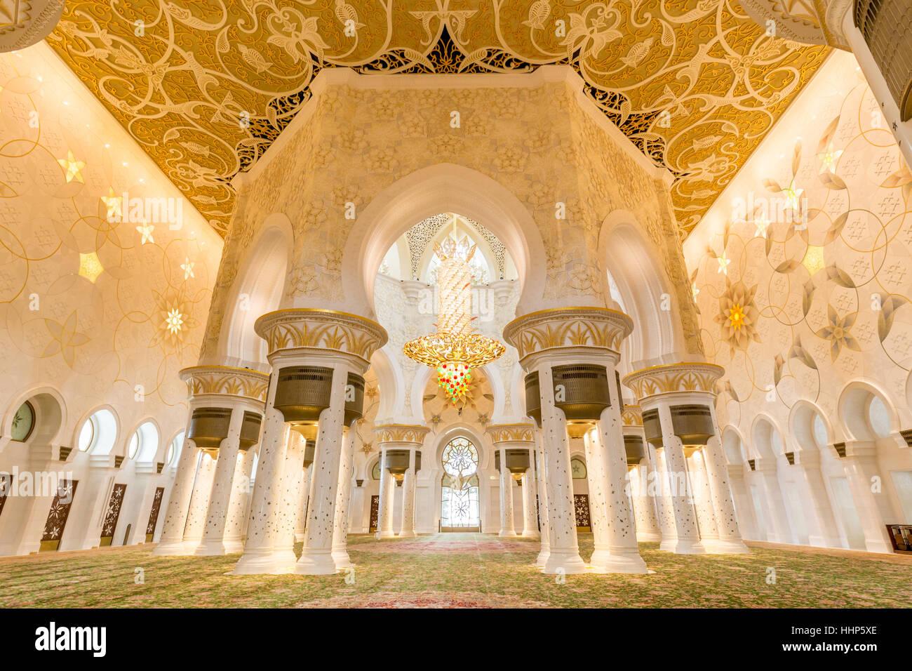 Interior of Sheikh Zayed Grand Mosque, Abu Dhabi, United Arab Emirates. - Stock Image