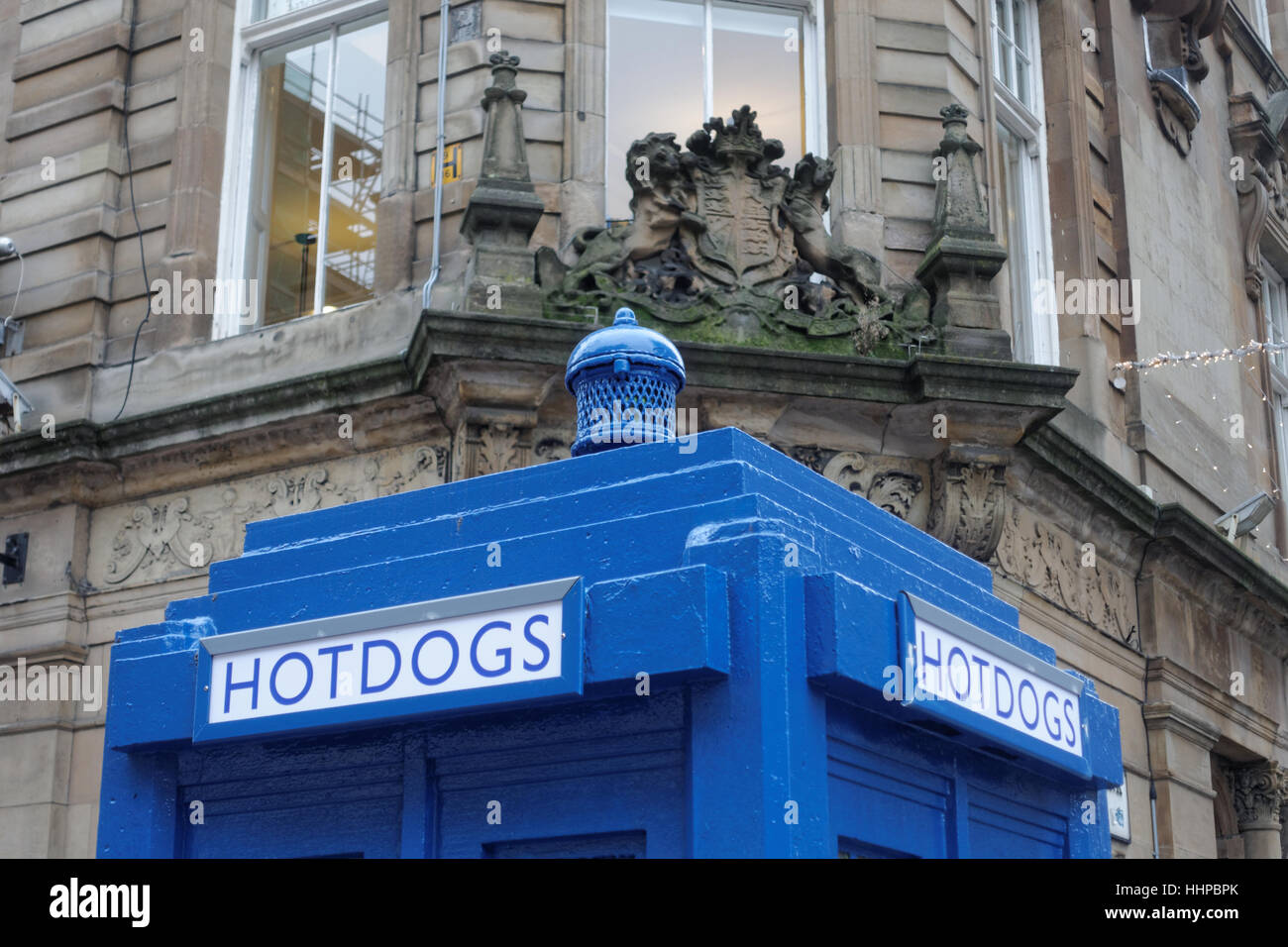 hotdog restaurant pop up police box dr who tardis  site for The Ivy Glasgow World-famous celeb hangout  opening - Stock Image