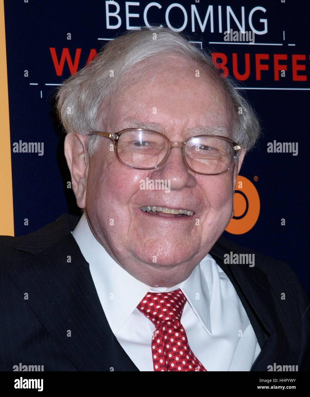 New York, USA. 19th Jan, 2017. Warren Buffett seen arriving for HBO's 'Becoming Warren Buffett' world - Stock Image