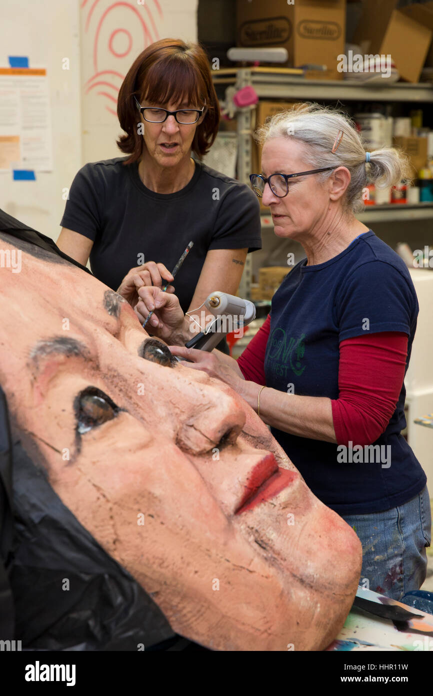 Seattle, USA. 19th Jan, 2017. Norma Baum, right, and a volunteer work on the mask of Dolores Huerta at the Womxn's - Stock Image