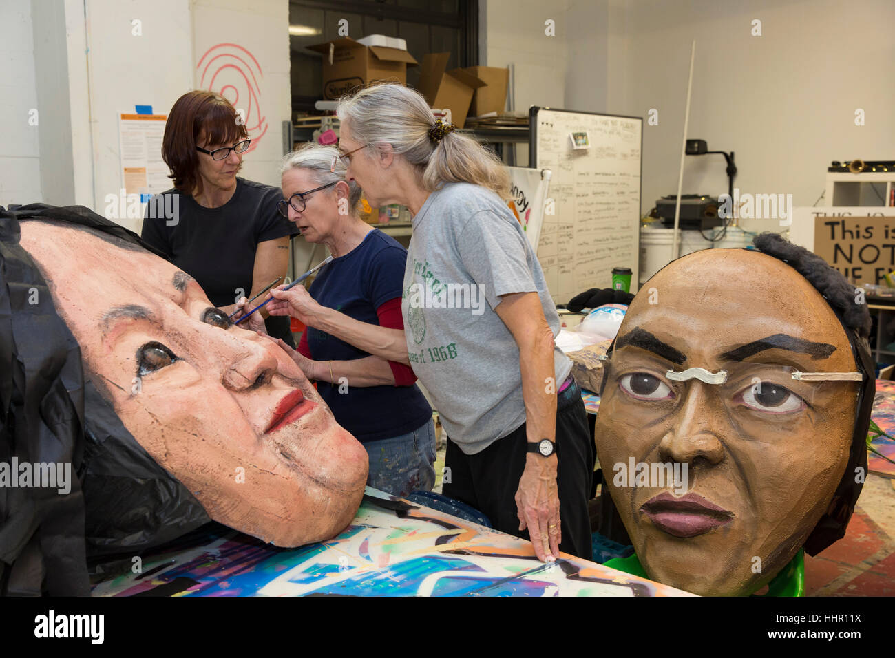 Seattle, USA. 19th Jan, 2017. Norma Baum, center, and volunteers work on the mask of Dolores Huerta at the Womxn's - Stock Image
