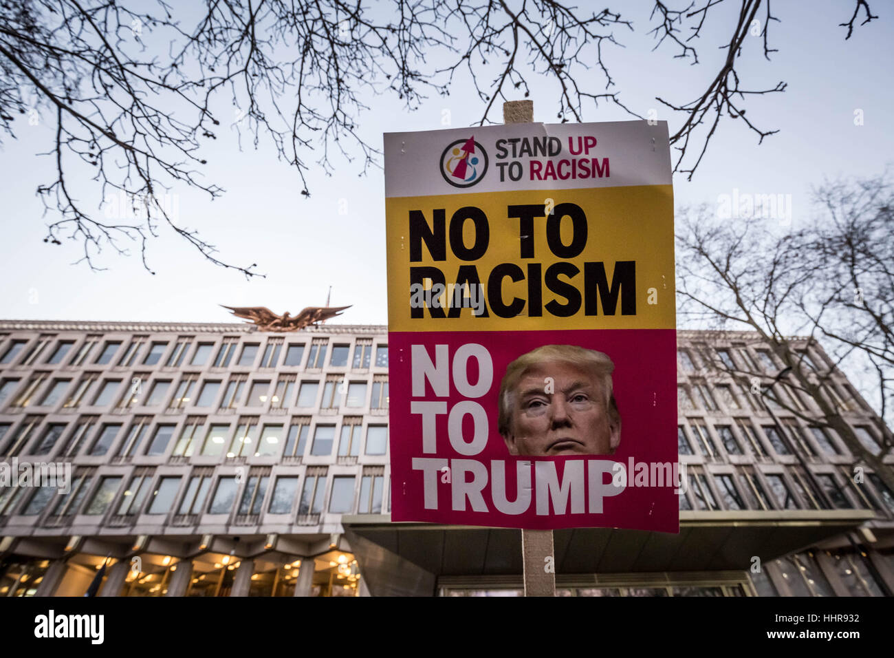 London, UK. 20th January, 2017. Anti-Trump protests outside London US Embassy on day of the presidential inauguration - Stock Image