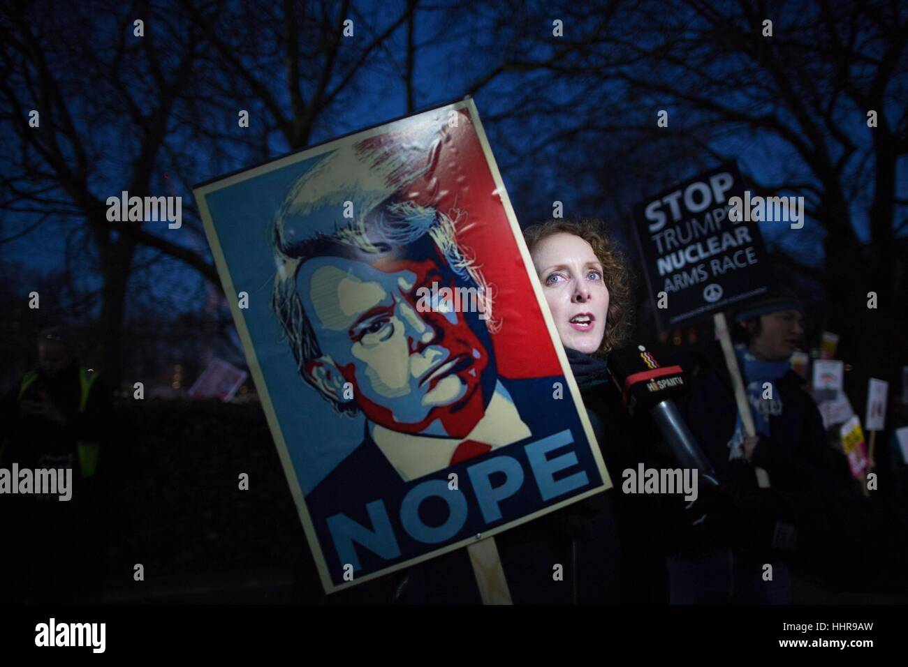 London, UK. 20th Jan, 2017. Anti-Trump Protest US Embassy, Grosvenor Square, London, UK. this evenings protest against - Stock Image