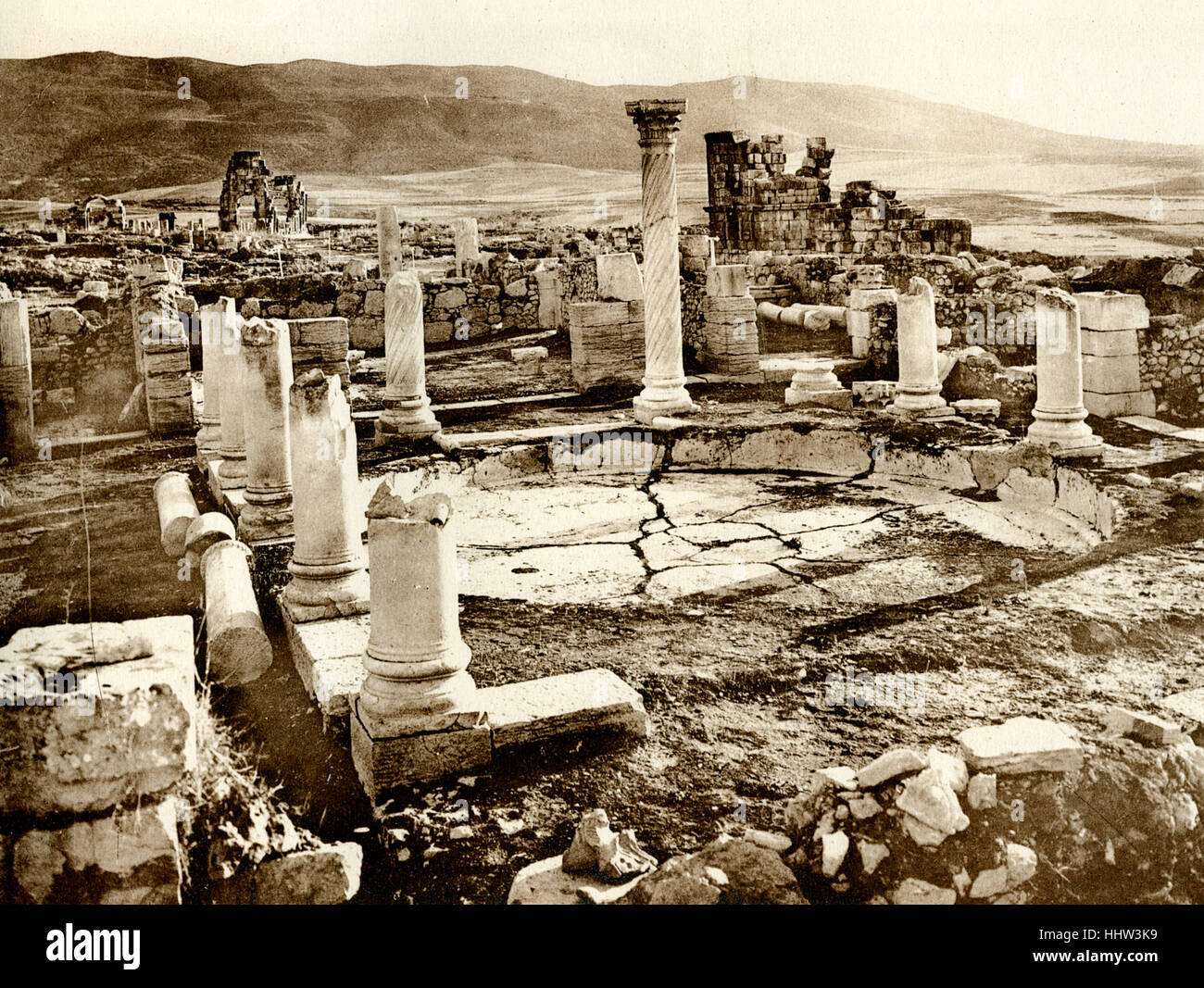 Volubilis.  Vue d'ensemble de le Grand Bassin. It is a partly excavated Berber and Roman city. ( see remains - Stock Image