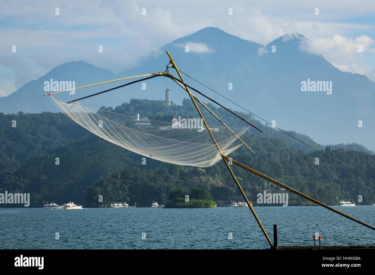 Taiwan, Sun Moon lake, Fishing net & distant Ci-en Pagoda - Stock Image