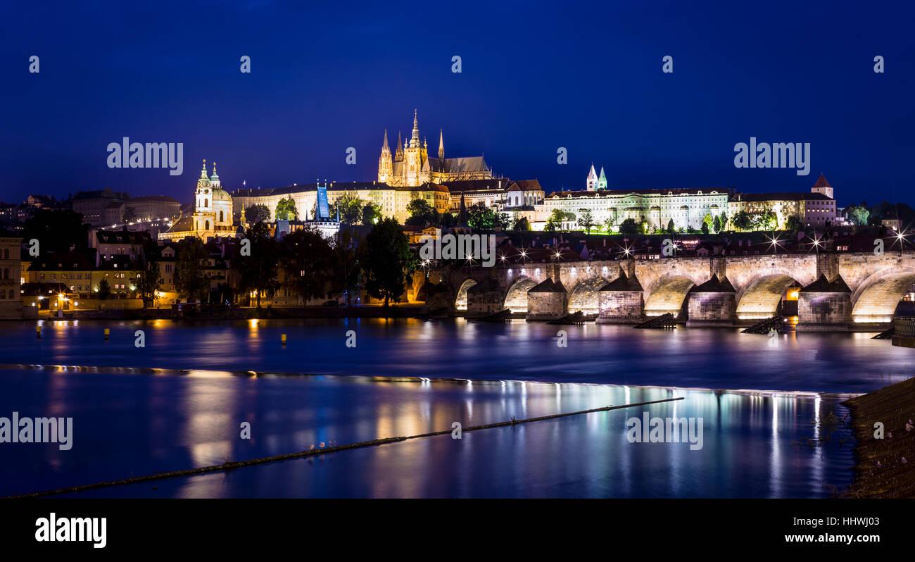 Charles Bridge and Prague Castle on the Vltava River, Prague, Czech Republic - Stock Image