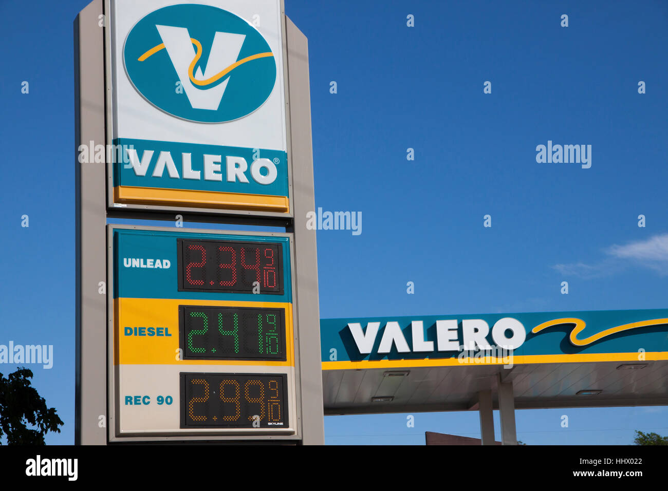 Low Gas Prices >> Valero Gas Station Showing Low Gas Prices Stock Photo 131492538 Alamy