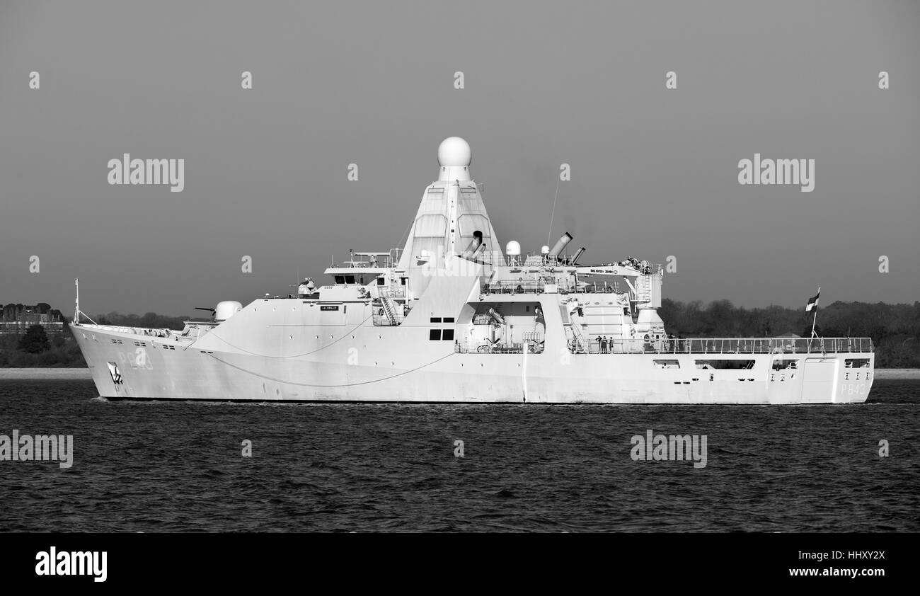 HNLMS Groningen (P843) Holland-class offshore patrol vessel operated by the Royal Netherlands Navy, entering Southampton - Stock Image