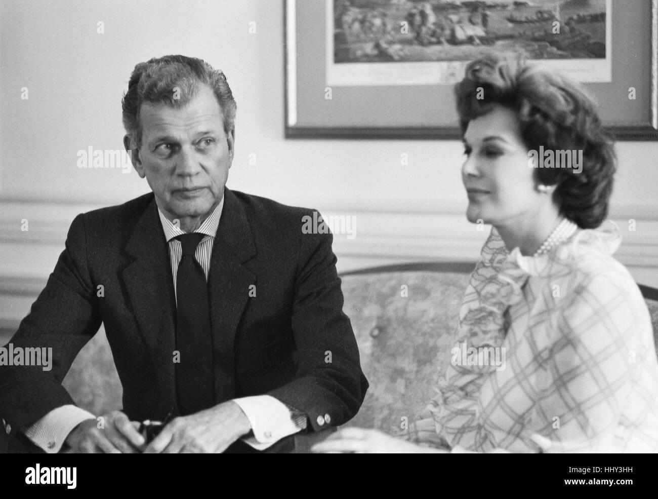 Joseph Cotton and Patricia Medina, at home, 1969 - Stock Image