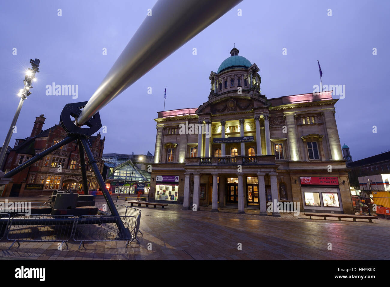 The City Hall building and the Rotor Blade artwork installed for Hull City of Culture 2017 Stock Photo