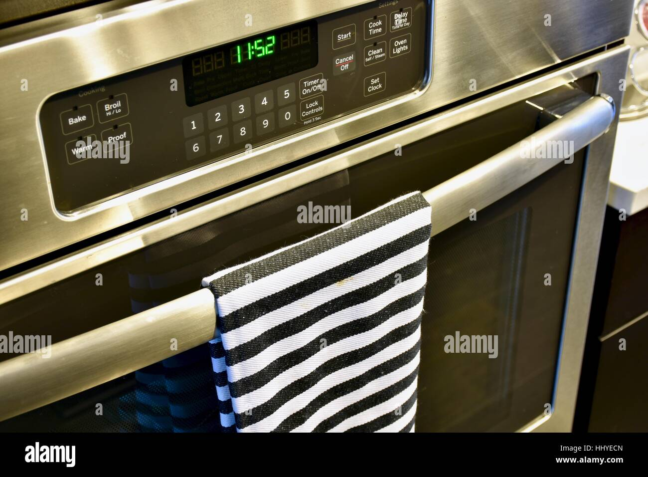 A General Electric brand oven in a modern home - Stock Image