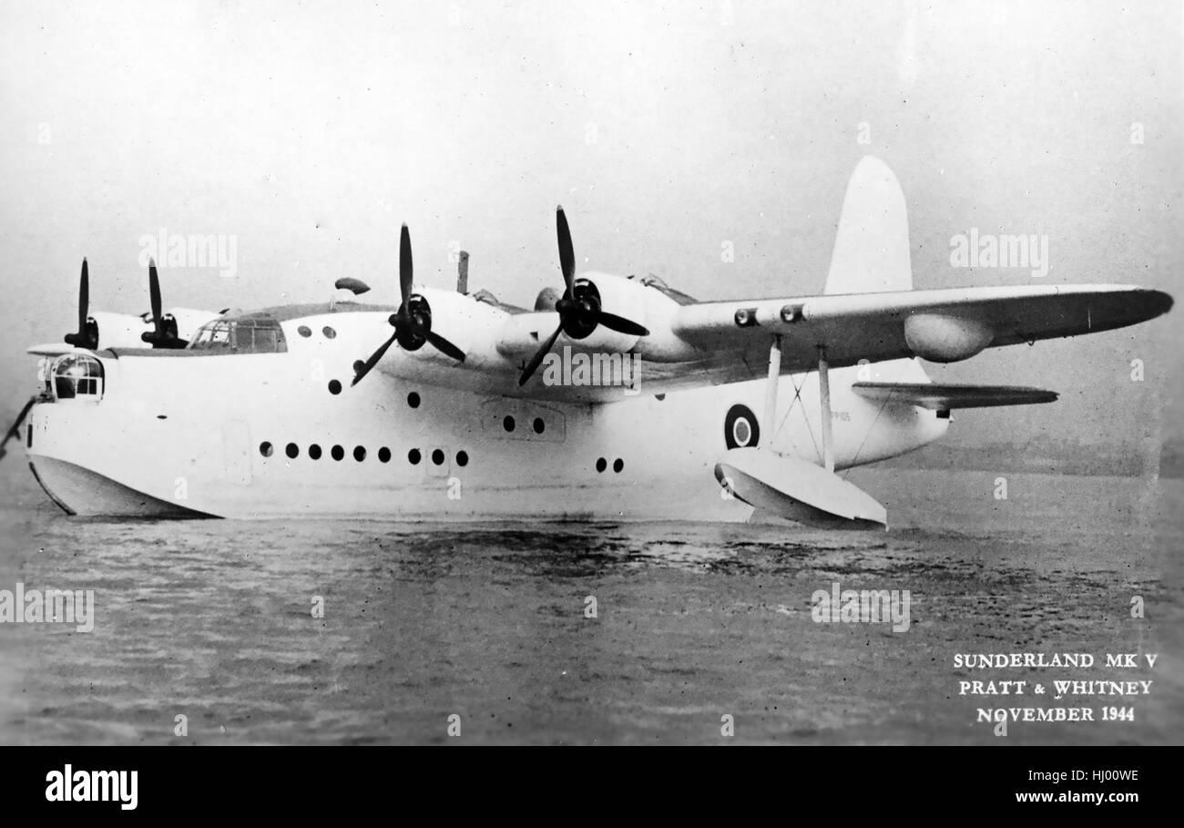 SHORT SUNDERLAND Mk V with Pratt & Whitney engines in November 1944. Coded PP105.  Air Ministry photo. - Stock Image