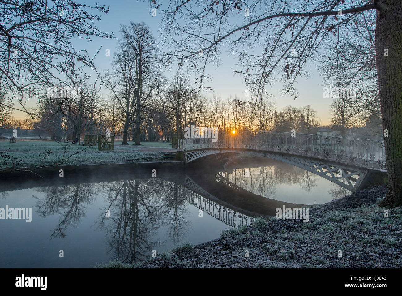 Morden Hall Park, London, UK. 21st January, 2017. Frosty sunrise over a bridge on the river Wandle in south London Stock Photo