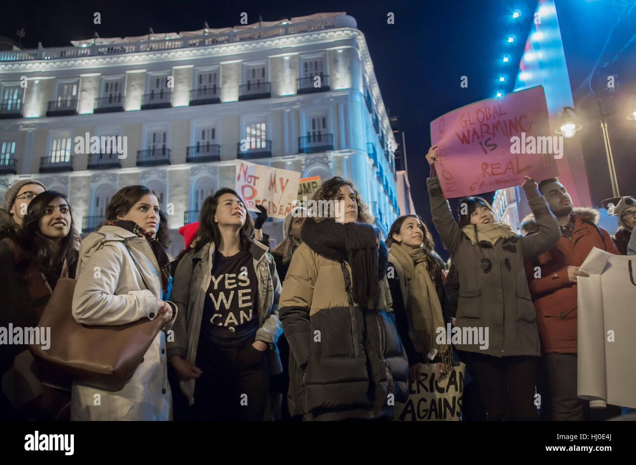 Madrid, Spain. 20th Jan, 2017. Hundreds of people of different nationalities gathered at Puerta del Sol in Madrid Stock Photo