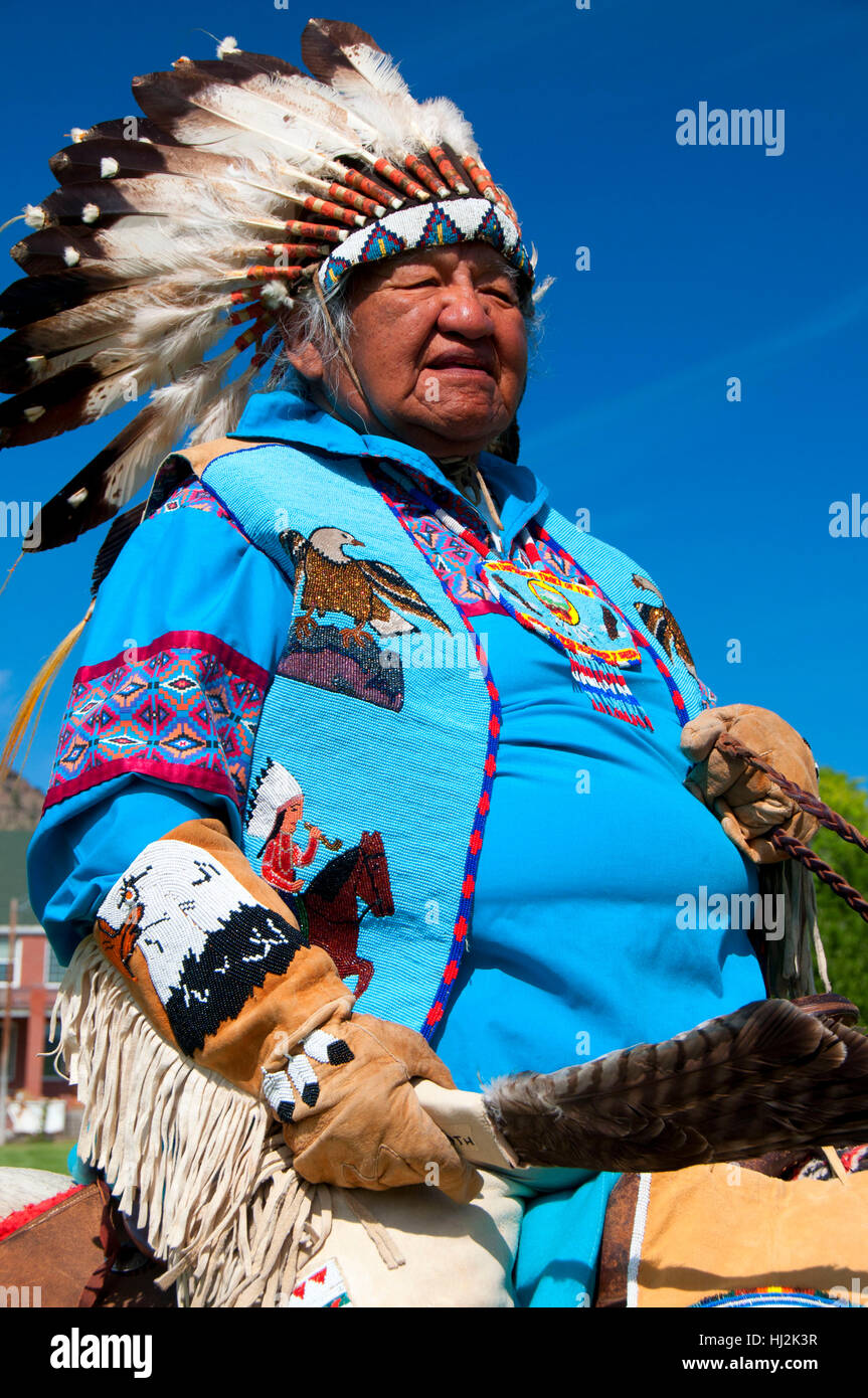 Chief in regalia at parade, Pi-Ume-Sha Treaty Days, Warm Springs Indian Reservation, Oregon - Stock Image