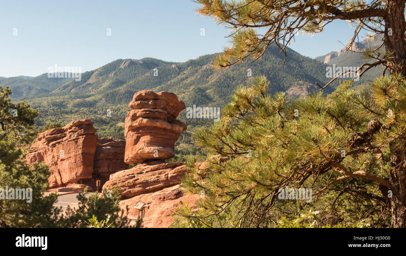 Steamboat Rock and Balanced Rock (named rock formations) in Garden of the Gods, Colorado Springs, Colorado. - Stock Image