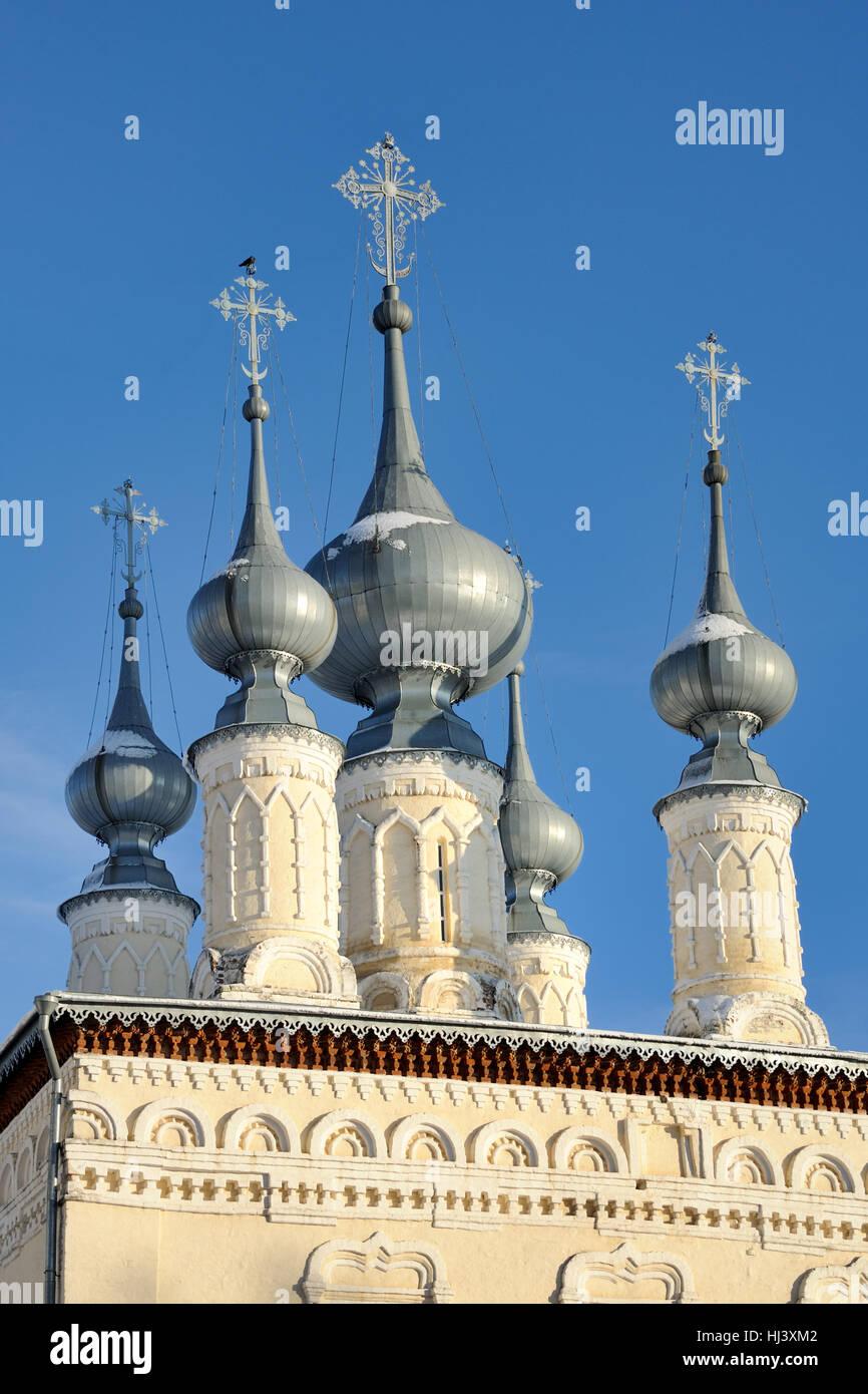 Silver Onion Cupolas of Smolenskaya Сhurch in Suzdal, Russia - Stock Image