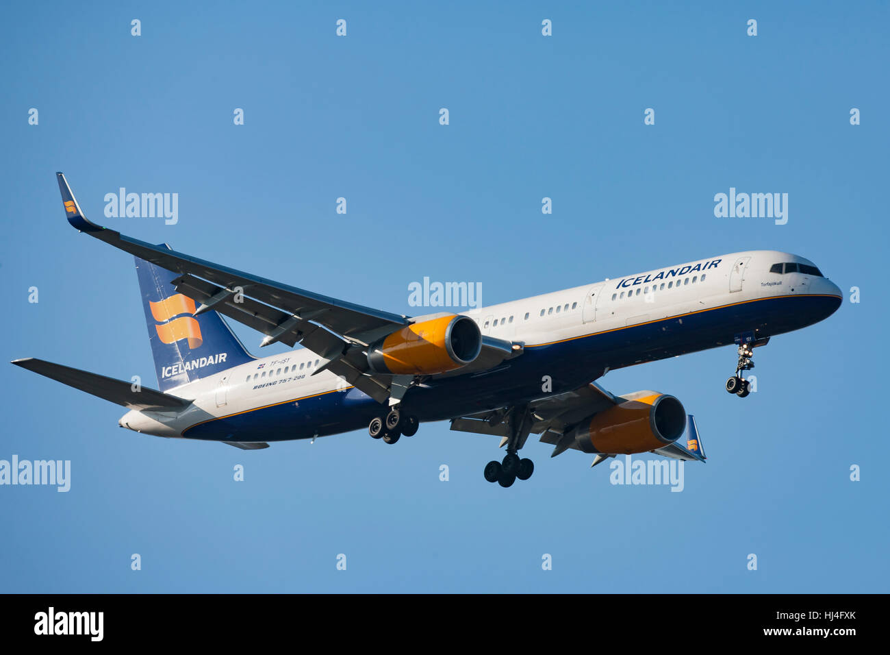 Icelandair Airliner in flight, airplane, plane, blue sky - Stock Image
