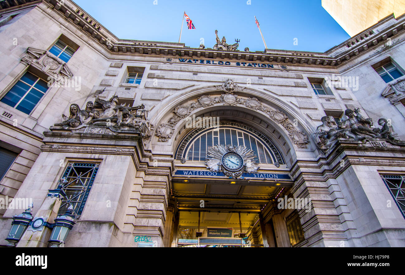 London, UK - January 20, 2017: Clock and statues decoradint The entrance of the waterloo train and underground station - Stock Image