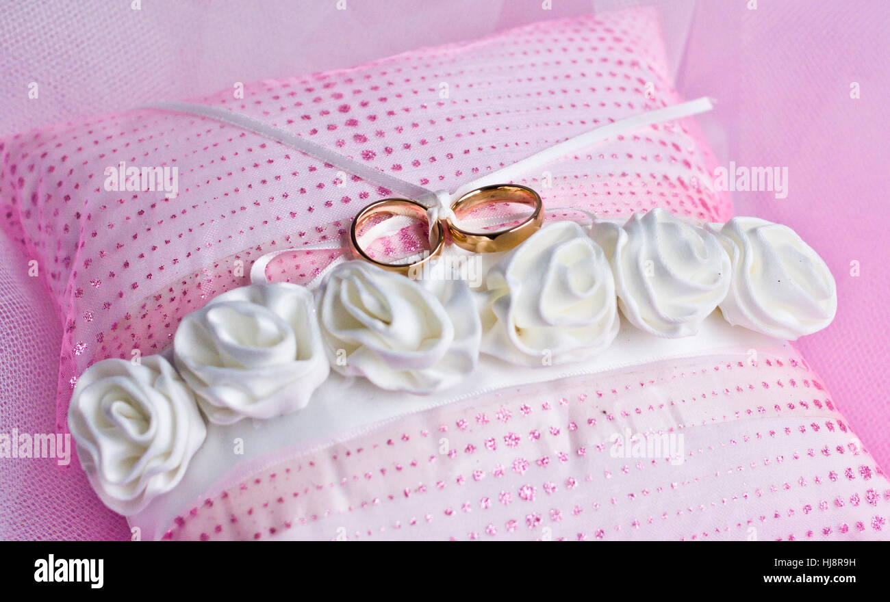 A Ring Stock Photos & A Ring Stock Images - Alamy