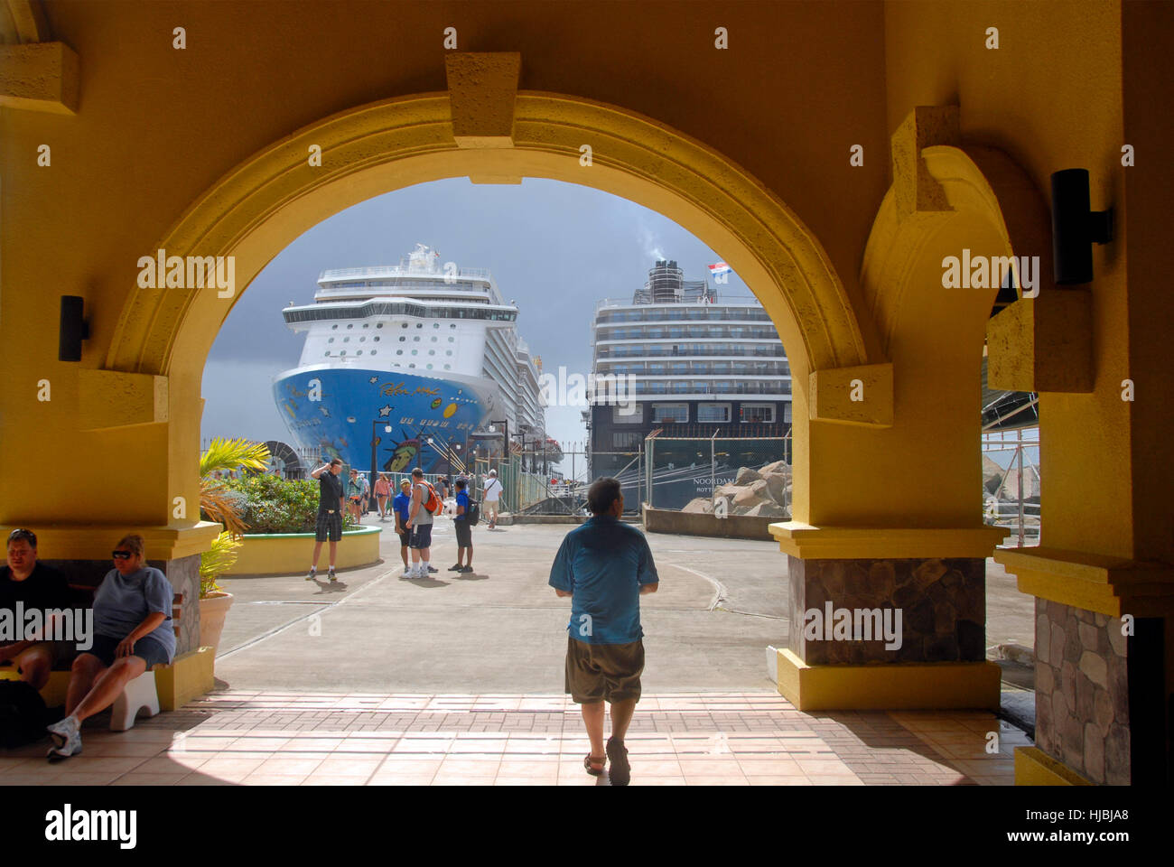 Passage to cruise liners, St Kitts, Caribbean - Stock Image