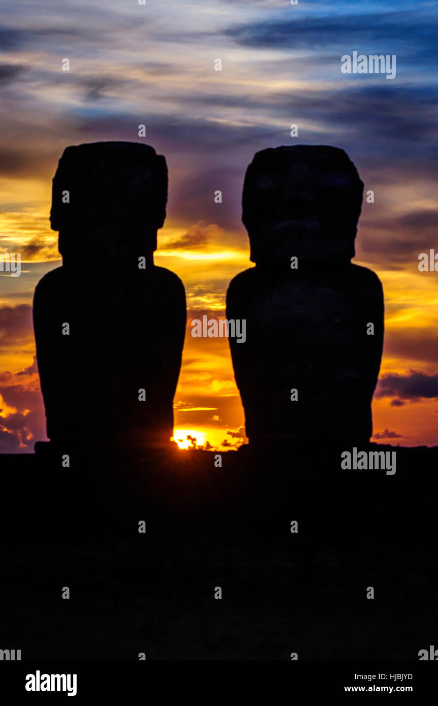 Sunrise on Moai at Tongariki ceremonial platform in Easter Island.Tongariki is the largest platform (Ahu) with 15 - Stock Image