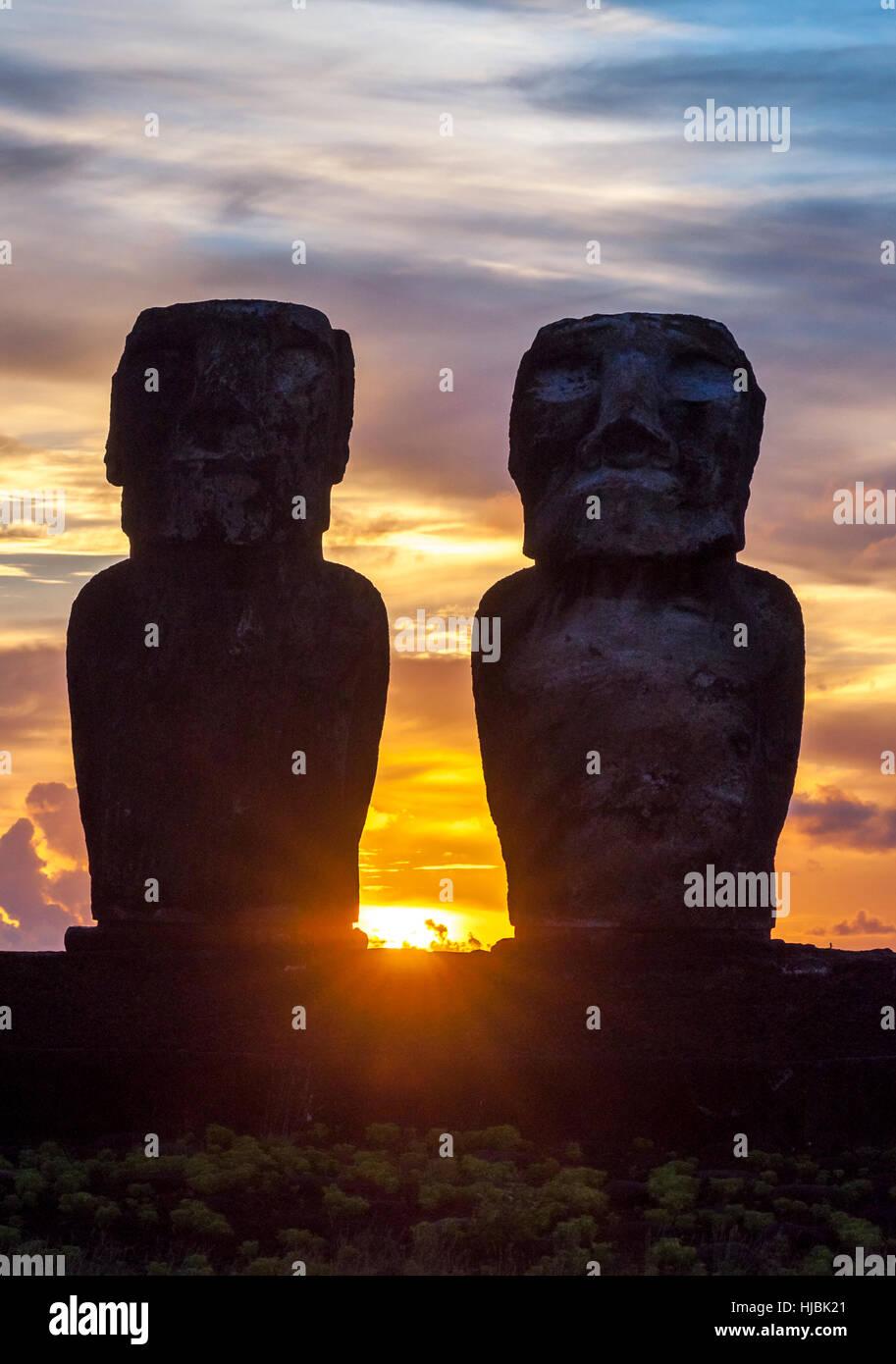 Sunrise on Moai at Tongariki ceremonial platform in Easter Island.Tongariki is the largest platform (Ahu) with 15 - Stock Image