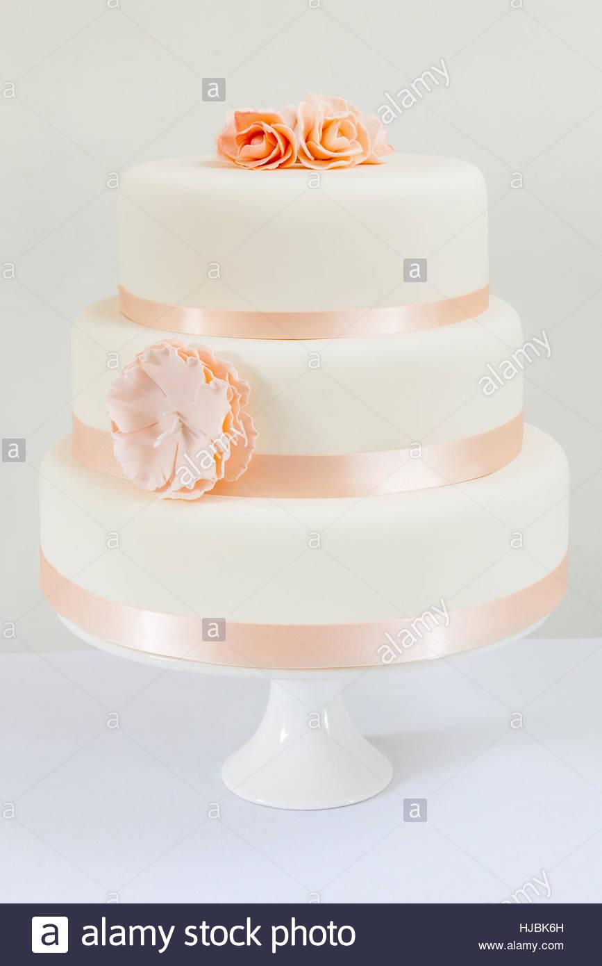 Plain Wedding Cake Stock Photos & Plain Wedding Cake Stock Images ...