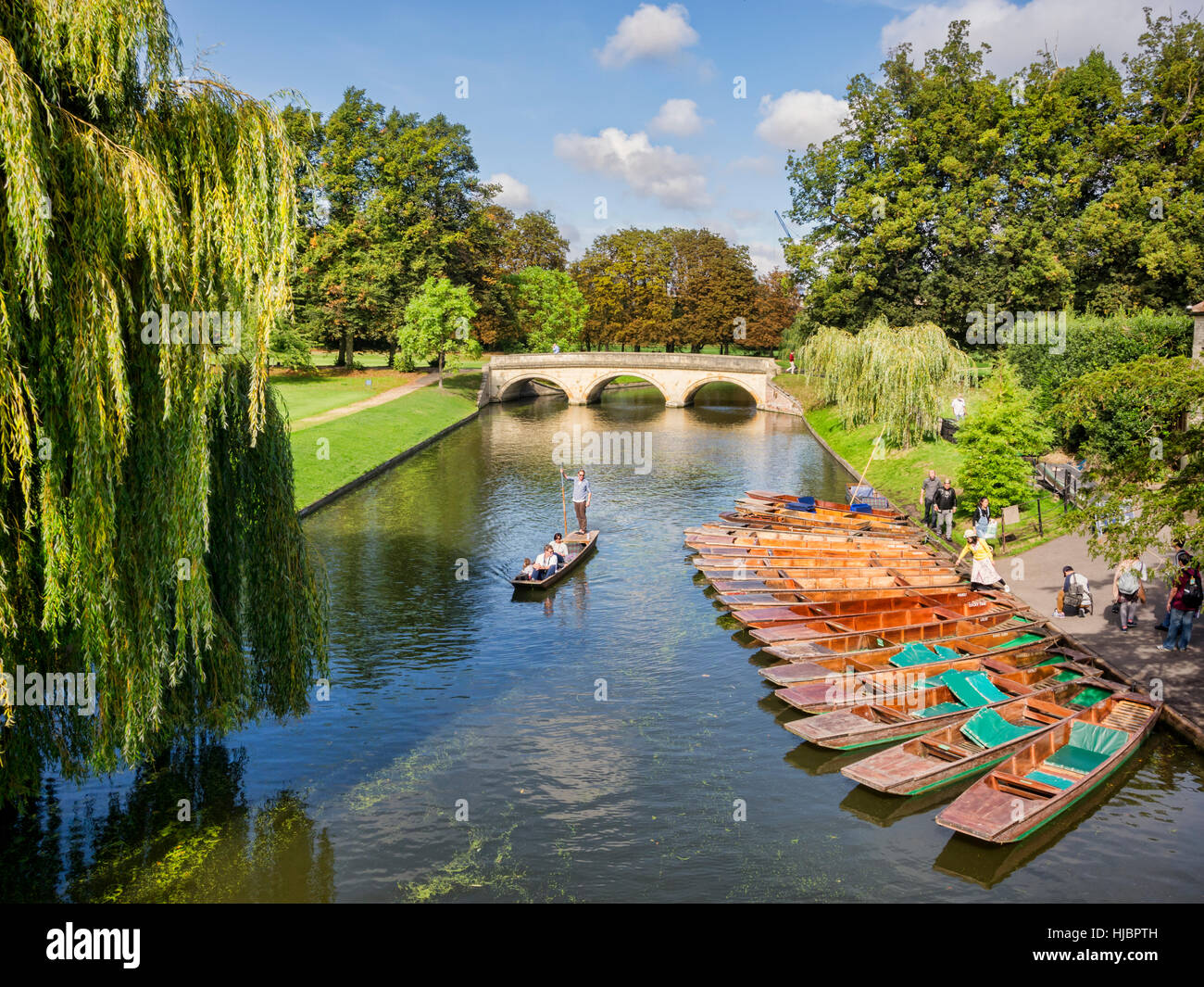 Puniting on the River Cam, Cambridge, England, UK - Stock Image